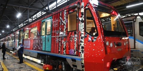 рождественский поезд в метро