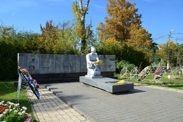 Памятник в Сходне