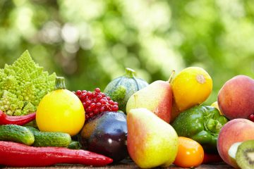 Лето — сезон здоровья. Зарядиться бодростью, отличным настроением и витаминами на целый год нам помогают ягоды и фрукты. С наступлением лета всем хочется как можно скорее полакомиться свежими овощами и фруктами.
