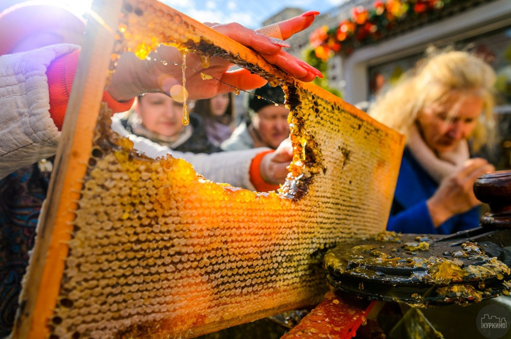Во время фестиваля у всех гостей будет возможностьприобрести оригинальные угощения и продукты от российских фермеров.