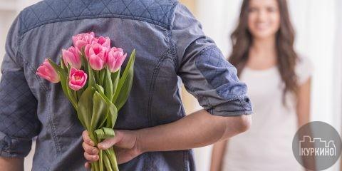 8 Марта в Москве всегда проводится ярко и по-весеннему. А как иначе, ведь этот праздник традиционно ассоциируется не только с Международным женским днем, но и наступлением весны.