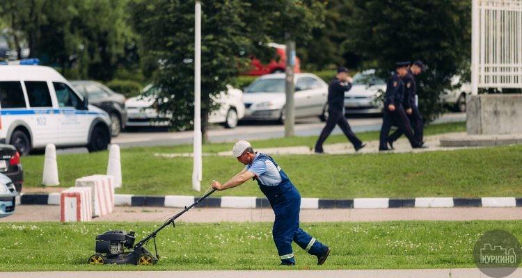 Зачем косить траву на улицах СЗАО?